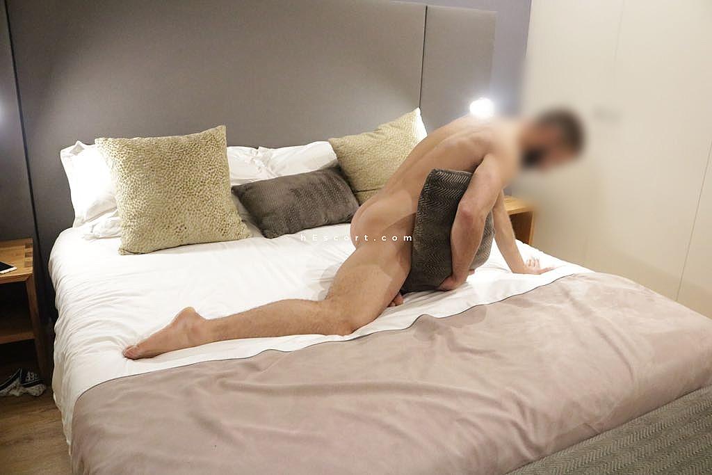 Meet Basingstoke Gay Escorts, Guys Offering Erotic Services Tonight