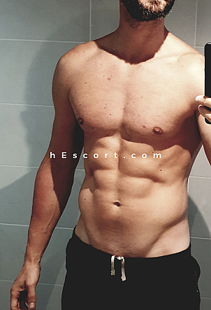 Leonardo - Male escort in Madrid